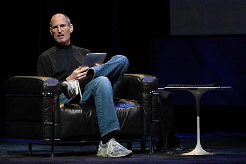 Steve Jobs vistiendo la misma ropa